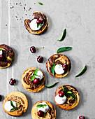 Marmorküchlein mit Kirschkompott