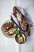 Nuss-Früchte-Brot mit Pastinaken-Dip
