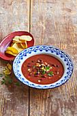 Mexikanische Tomatensuppe mit Kidneybohnen