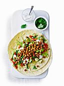 Wraps mit gerösteten Kichererbsen, Avocado und Paprika