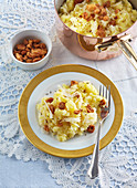Potatoes with sauerkraut and greaves
