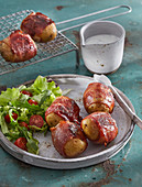 Potatoes baked in bacon