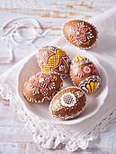 Aufwendig verzierte Lebkuchen-Ostereier