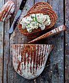 Spelt potato bread with a mushroom salad
