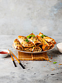 Oven-baked oriental spring rolls