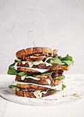 Steak-Sandwich mit Toffee-Zwiebeln