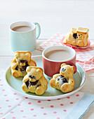 Sponge cake bears