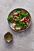 Lamb's lettuce with mushrooms and grilled peppers