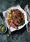 Steak mit Auberginen und Kichererbsen