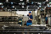 Pressing car carbon fibre parts