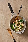 Brokkoli-Fisch-Pfanne mit Pinienkernen