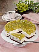 Stracciatella-Cheesecake mit Trauben