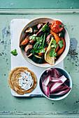 Kürbis-Eintopf mit Bohnen, Rindfleisch und Pilzen