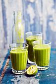 Grüner Spirulina-Smoothie