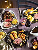 Rinderfilet mit Rotweinsauce, Kroketten und Karotten