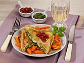 Mozzarella-Toastschnitzel mit Möhren-Schalotten-Gemüse