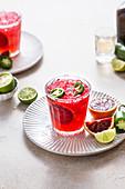 Blutorangen-Margarita-Cocktail mit Jalapeno