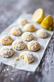 Biscotti morbidi al limone (Italian lemon biscuits)