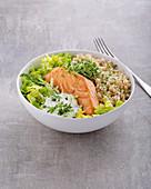 Poke bowl with spelt bulgur, salmon and horseradish