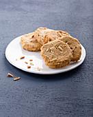 Vegane Buchweizen-Cookies mit Mandeln