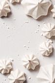 Baiser verschiedener Formen auf weißem Hintergrund