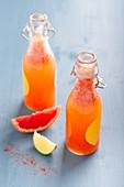 Kurkuma-Limonade mit Grapefruit und Chili