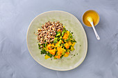 Savoy cabbage with quinoa, turmeric and spicy sauce