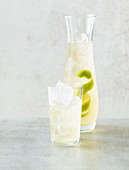 Green iced tea with lime
