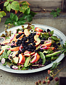 Blackberry salad with spinach, avocado and nectarines