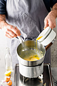 Making hollandaise sauce