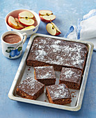 Apple gingerbread with topping
