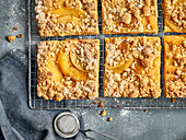 Quince cake with streusel