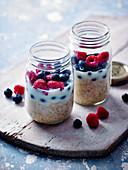 Overnight berry oats