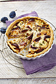 Spicy plum tart with two types of cheese