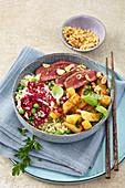 Reis-Bowl mit süß-saurem Rettich und Steakstreifen
