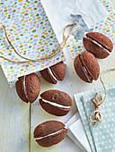 Süsse gefüllte Schokoalden-Biskuit-Eier