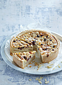 Northerly cake with apples and cranberries