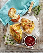 Gegrilltes Hähnchen mit hausgemachter BBQ-Sauce