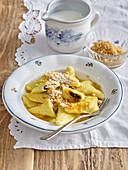 Damsoncheese ravioli with marchpane