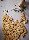 Crispy cookies with rosemary