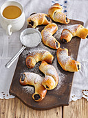 St. Martin s rolls with poppy seed