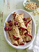 Mohn-Pfannkuchen mit Sauerkirschenmarmelade