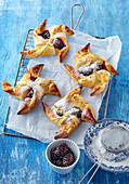 Puff pastry pinwheels with fruits