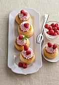 Puff pastry tartlets with raspberry cream