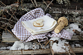 Ingredients for horseradish toppings (naturopathy)