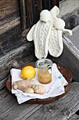 'Halswohl'-Mischung aus Ingwer, Meerrettich, Zitrone und Honig