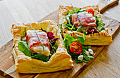 Puff pastries with cod wrapped in bacon