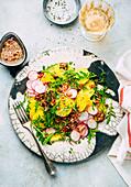 Kartoffel-Radieschen-Salat mit Rucola und Senf-Vinaigrette