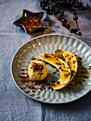 Bananas with vanilla ice cream and passion fruit sauce (Christmas)