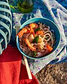 Tagliatelle mit Garnelen fürs Picknick am Strand